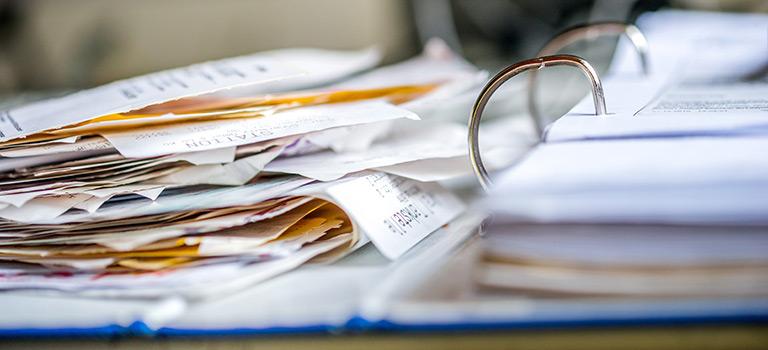 Ordner mit Papieren zur Jahresabschlussprüfung